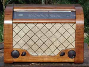 Antique and Vintage Radios for Sale.
